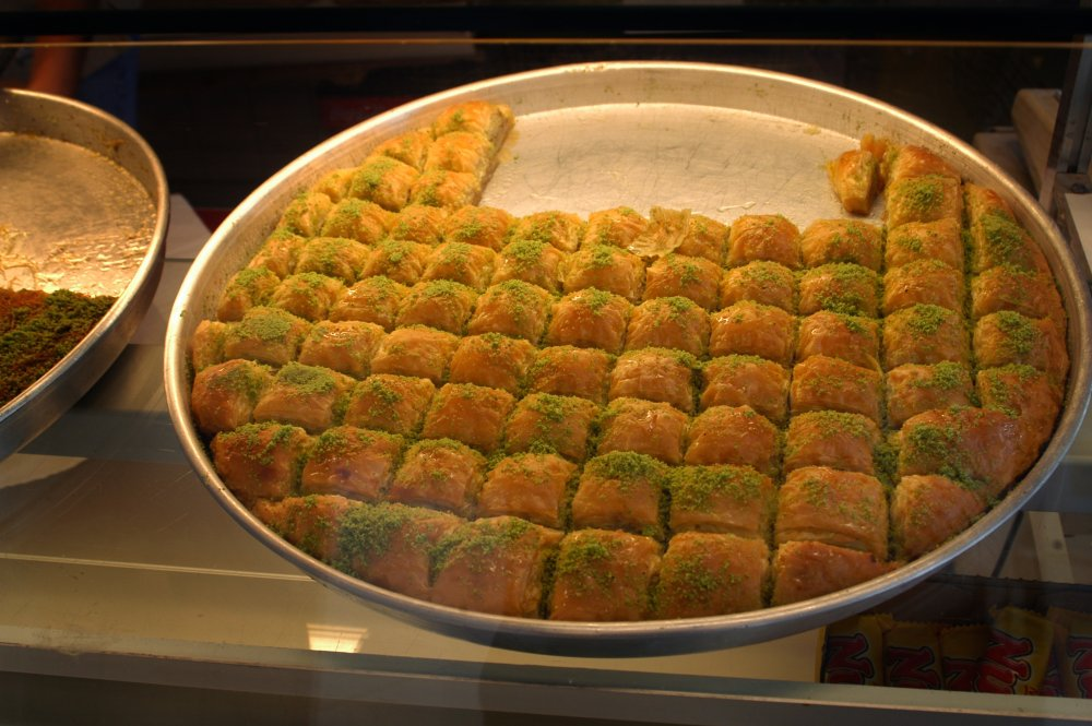 Published February 6, 2012 at 1000 × 665 in BAKLAVA-OORLOG…